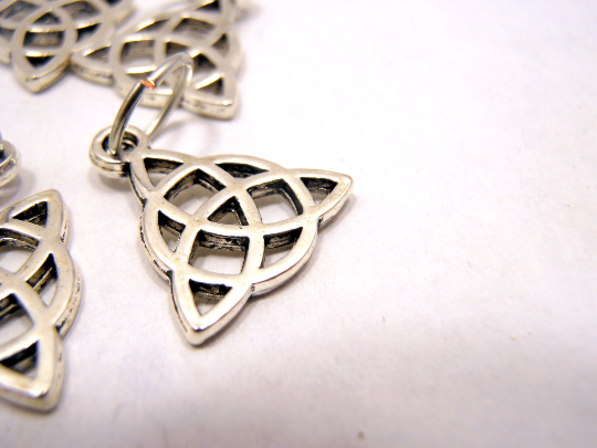 Handmade Silver Metal Stitch Markers ~ Celtic Trinity Knots ~ Set of 6