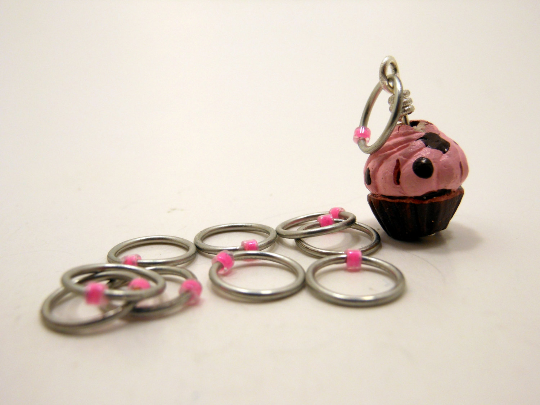 Handmade Snagless Metal Stitch Markers ~ Chocolate Cupcake with Pink Frosting ~ Set of 10 ~ Cupcake with Snagless Pink Markers
