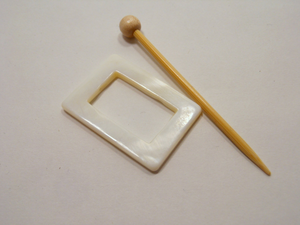 "Mother of Pearl Rectangular Shawl Pin ""Meter XL"""