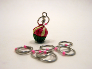Handmade Snagless Metal Stitch Markers ~ Pink and White Frosted Cupcake ~ Set of 10 ~ Cupcake with Snagless Pink Markers