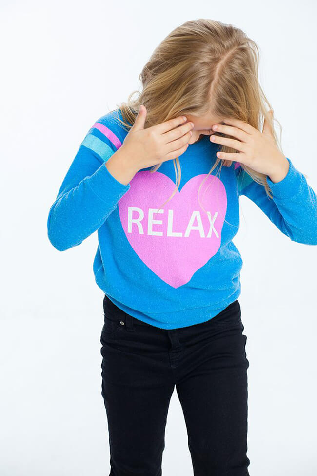 "Chaser Girls Graphic Pullover ""Relax"""
