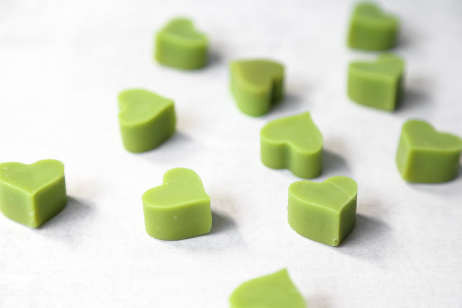 Mini matcha fat bites with cacao butter