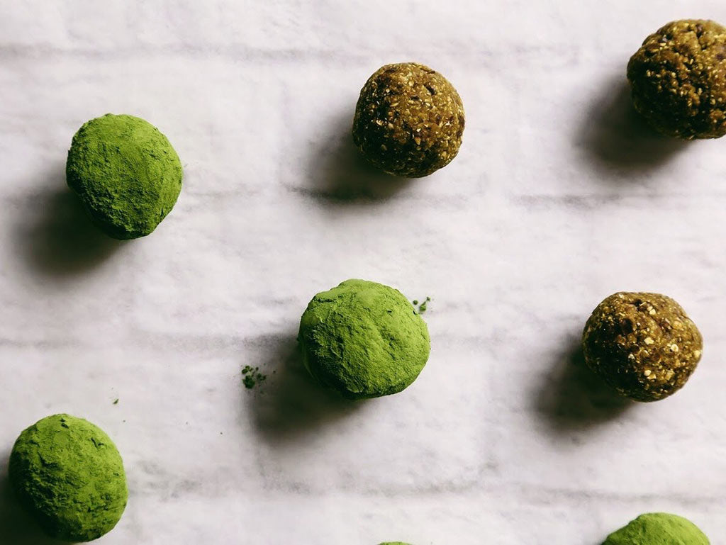 Matcha pumpkin bliss balls before and after powdering