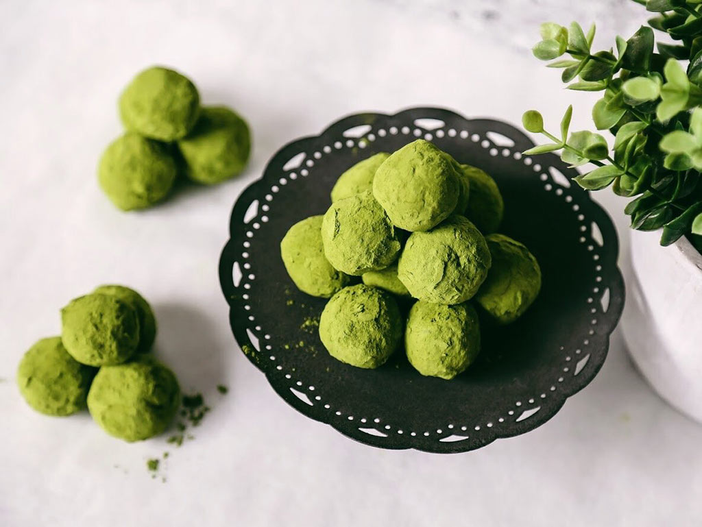 Matcha pumpkin bliss balls recipe presentation