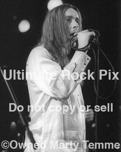 Photo of Reverend Dr. D. Wayne Love of Alabama 3 in concert in 2000 by Marty Temme