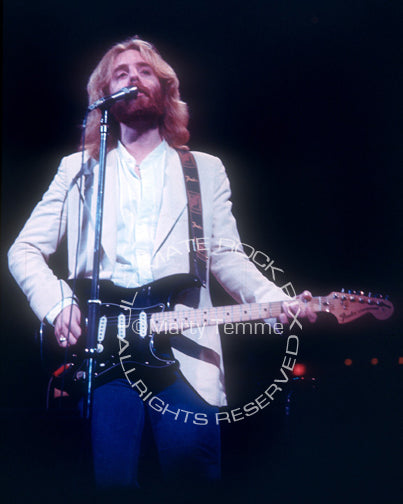 Photo of Andrew Gold playing a Stratocaster in concert in 1976 by Marty Temme