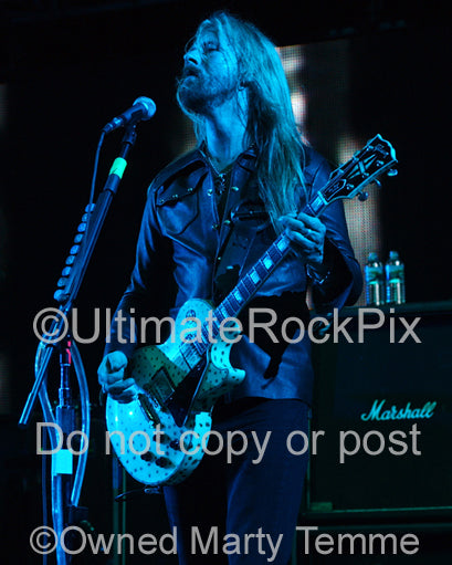 Photo of Jerry Cantrell of Alice in Chains playing a Les Paul Custom in concert by Marty Temme