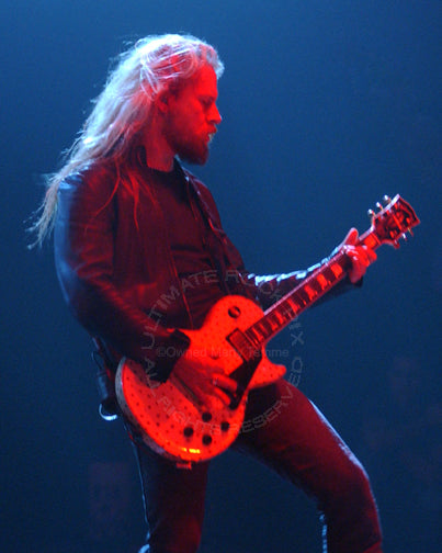 Photo of Jerry Cantrell of Alice in Chains playing a Les Paul in concert in 2006 by Marty Temme