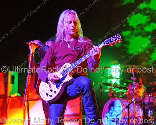 Photo of guitarist Jerry Cantrell of Alice in Chains in concert in 2006 by Marty Temme