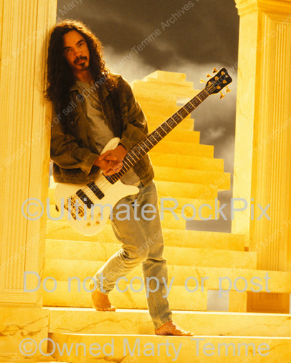 Photo of bass player Mike Inez of Alice in Chains in 1995 by Marty Temme