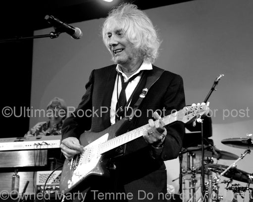 Black and white photo of guitarist Albert Lee in concert by Marty Temme