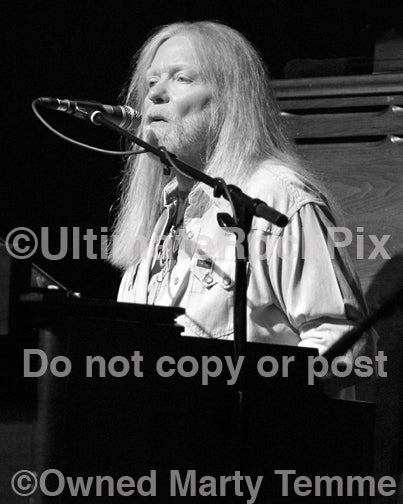 Black and white photo of Gregg Allman in concert by Marty Temme
