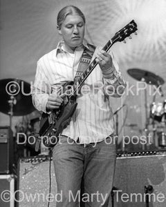 Photos of Derek Trucks of The Allman Brothers onstage by Marty Temme