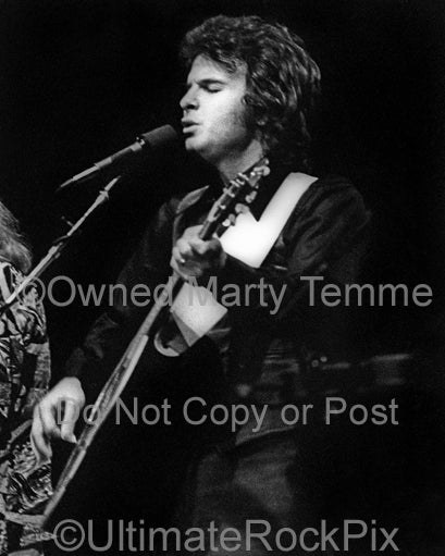 Photo of Dan Peek of the band America in concert in 1977 by Marty Temme