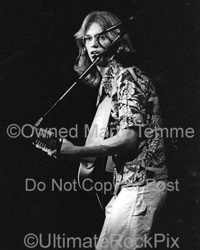 Photo of Gerry Beckley of the band America in concert in 1977 by Marty Temme