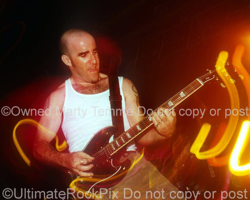 Photo of Scott Ian of Anthrax in concert in 1994 by Marty Temme