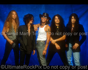 Photo of Stephen Pearcy, Fred Coury and Arcade during a photo shoot in 1992 by photographer Marty Temme