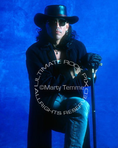 Photo of singer Stephen Pearcy during a photo shoot in 1992 by Marty Temme