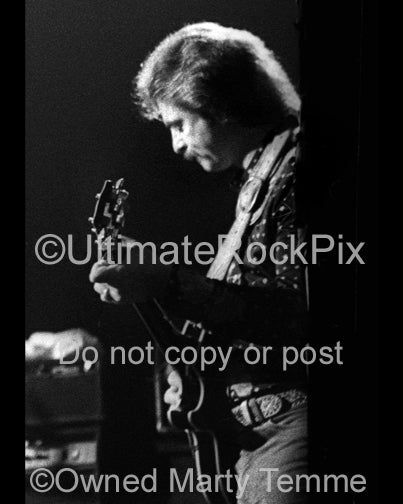 Photo of J.R. Cobb of Atlanta Rhythm Section in concert in 1978 by Marty Temme