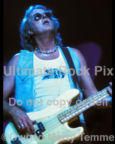 Photo of bass player Rick Wills of Bad Company in 2001 by Marty Temme