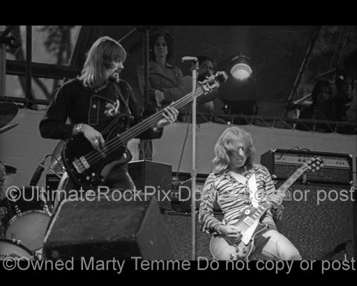 Photo of Mick Ralphs and Boz Burrell of Bad Company in 1974 by Marty Temme