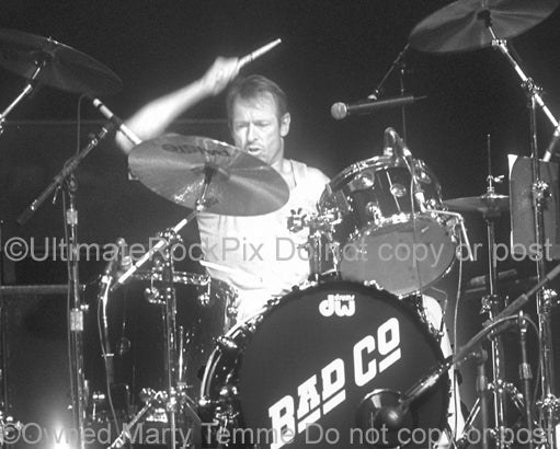 Photo of Simon Kirke of Bad Company in 2001 - badcosk012bw