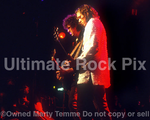 Photo of Audley Freed and Rich Robinson of The Black Crowes in concert in 1998 by Marty Temme