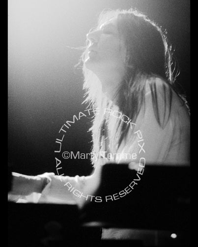 Black and white photo of Eddie Harsch of The Black Crowes in 1998 by Marty Temme