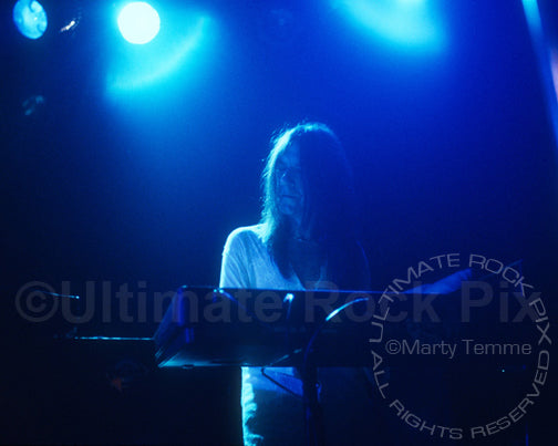 Photo of Eddie Harsch of The Black Crowes in concert by Marty Temme
