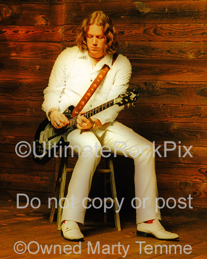 Photo of guitarist Rich Robinson of The Black Crowes with his Zemaitis guitar during a photo shoot in 1998 by Marty Temme