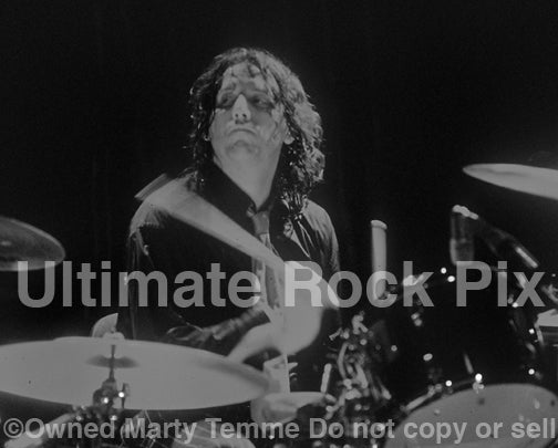 Photo of drummer Steve Gorman of The Black Crowes in concert in 1998 by Marty Temme