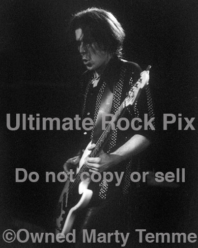 Black and white photo of Sven Pipien of The Black Crowes in concert in 1998 by Marty Temme