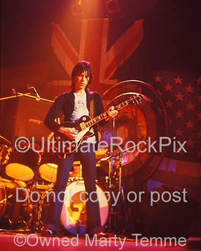 Photos of Jeff Beck Playing His Oxblood Les Paul in 1973 by Marty Temme