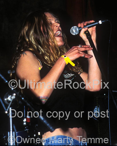 Photo of blues singer Beth Hart in concert by Marty Temme
