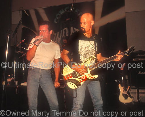 Photo of Graham Bonnet and Bob Kulick of Blackthorne in concert in 1994 by Marty Temme