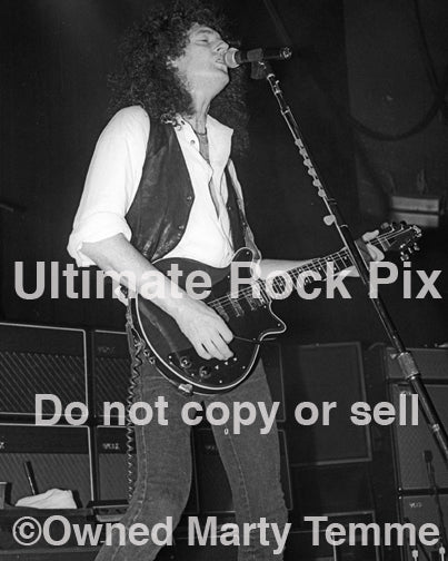 Photo of guitarist Brian May of Queen playing the Red Special guitar in concert in 1993 by Marty Temme