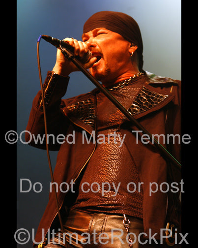 Photo of singer Mark Boals in concert in 2008 by Marty Temme