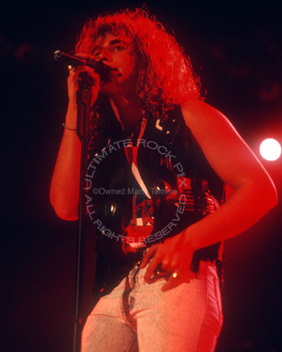 Photo of singer Daniel MacMaster of Bonham onstage in 1990 by Marty Temme