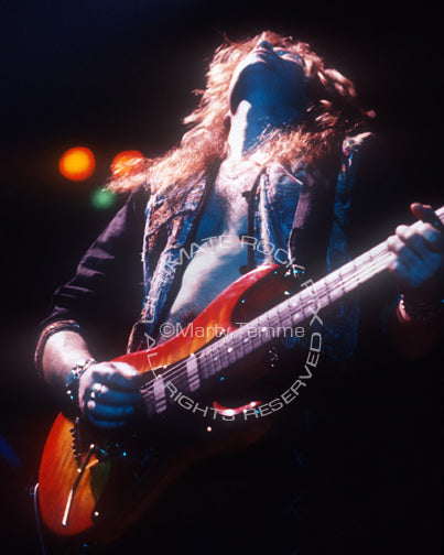 Photo of guitar player Ian Hatton of Bonham in concert in 1990 by Marty Temme