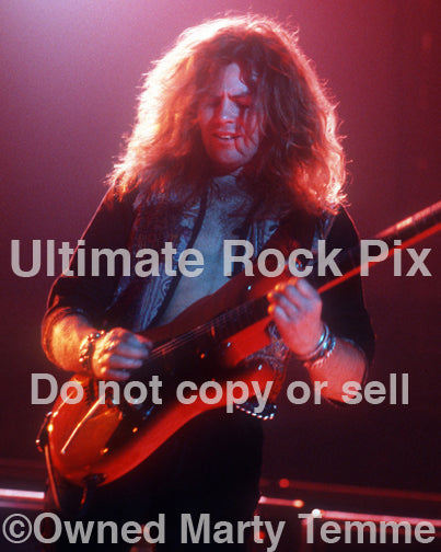 Photo of guitarist Ian Hatton of Bonham in concert in 1990 by Marty Temme