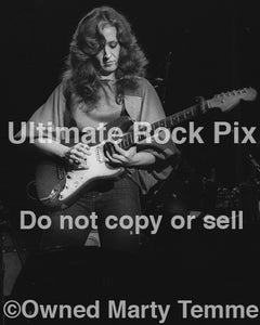 Black and white photo of Bonnie Raitt playing slide on her Fender Strat in 1980 by Marty Temme