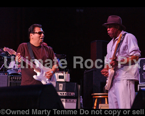 Photo of guitarist Buddy Guy and Cesar Rojas in concert by Marty Temme