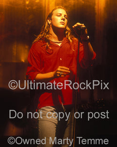 Photo of Kevin Martin of Candlebox performing in 1993 by Marty Temme