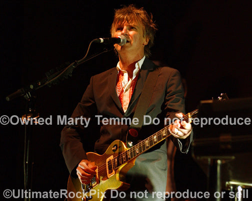 Photo of guitarist Neil Finn of Crowded House in concert by Marty Temme