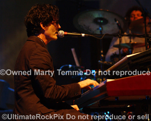 Photo of keyboardist Mark Hart of Crowded House in concert by Marty Temme