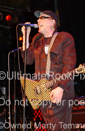 Photo of Rick Nielsen of Cheap Trick playing a Hamer in concert in 2006 by Marty Temme