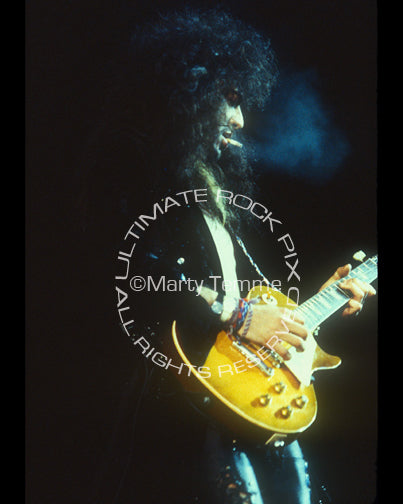 Photo of Jeff LaBar of Cinderella playing a Les Paul in concert in 1989 by Marty Temme
