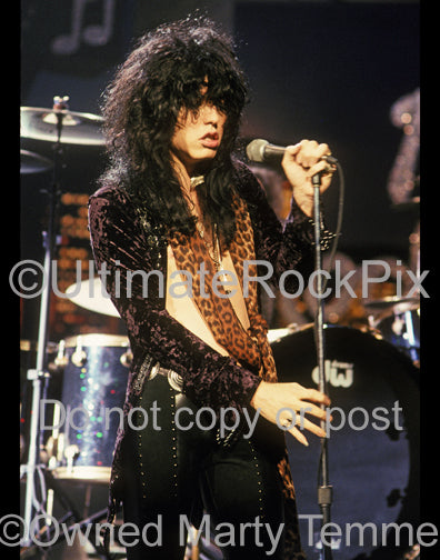 Photo of singer Tom Keifer of Cinderella performing onstage in 1990 by Marty Temme