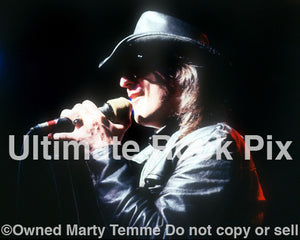 Photo of singer Kelly Holland of Cry of Love in concert in 1994 - col9417