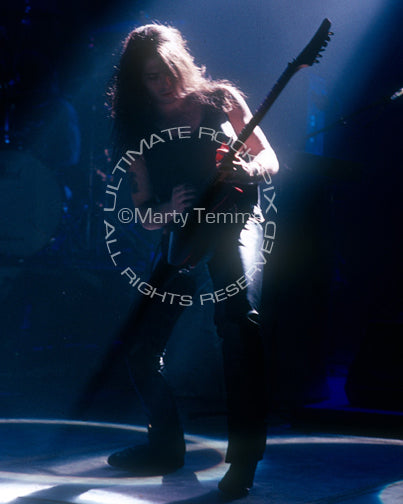 Photo of guitar player Pete Friesen of Alice Cooper in 1990 by Marty Temme